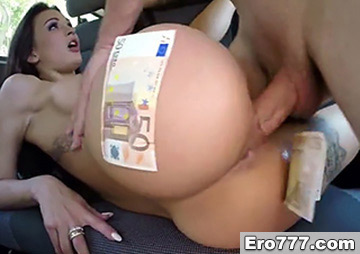 Брюнетка согласилась на секс за деньги в трахобусе