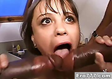 Порно с молодой девицей и двумя неграми